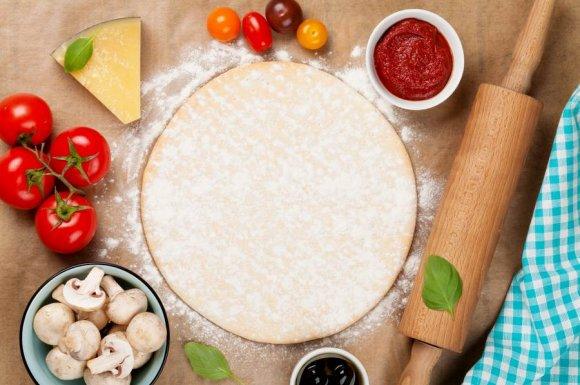 Restaurant pour manger une pizza maison avec des ingrédients frais